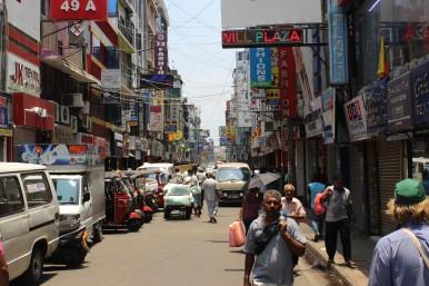 Eine kleine Gasse im Stadtteil Pettah in Colombo