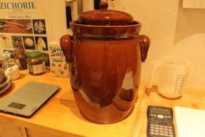 Fertig gepackt. Jetzt kann es vor sich hin fermentieren.